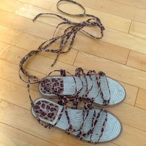 NWOT - FOREVER 21 cheetah tie up sandals